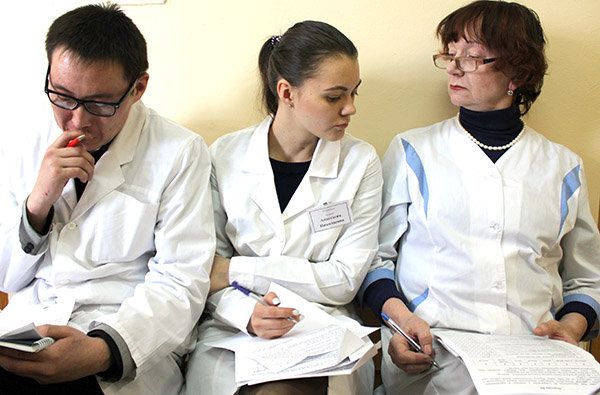 Анастасия Петрова, Анжела Кабиева, Вадим Олейник, Владивостокская поликлиника №3