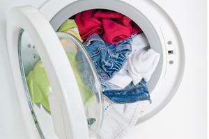Специалисты настоятельно рекомендуют стирать новую одежду